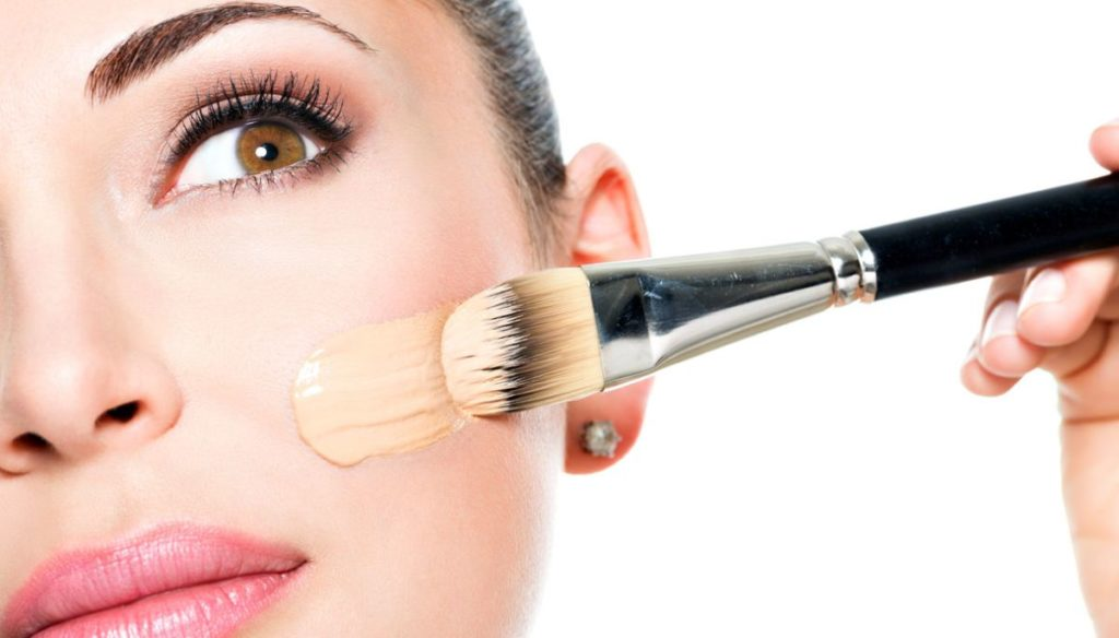 Guide To Choosing And Using A Foundation Brush