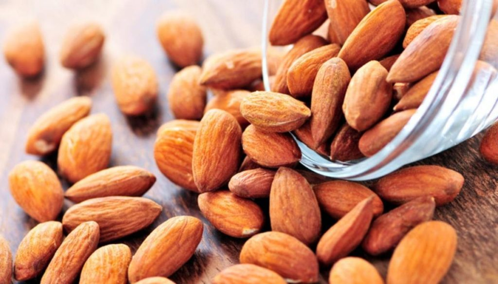 Diet with almonds after 40 and 50 years: the expert's advice
