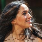 Meghan Markle in Johannesburg: in trouble with the dress and the wind does the rest