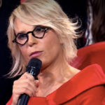 Friends, Maria De Filippi returns and steals the show from Michelle Hunziker
