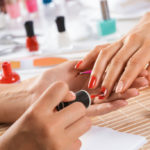 Step for a very easy and do-it-yourself manicure: how to take care of your nails even at home
