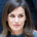 Letizia di Spagna challenges Meghan Markle: the Regina dress is low cost