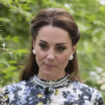 Kate Middleton challenges the Queen with rope shoes. And make a style mistake