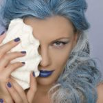 Blue hair trend: find out if they look good