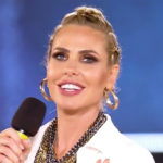 Eurogames, Ilary Blasi dares: white jumpsuit and gold chains, but the look disappoints