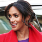 Meghan Markle in Birkenhead: regal look and hands on the belly