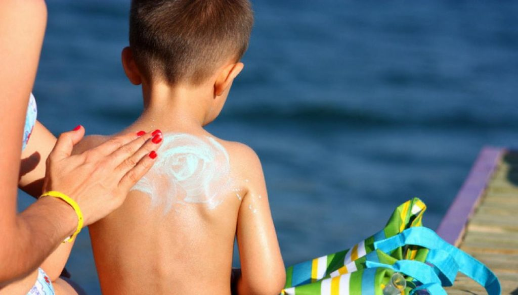 Sunscreens for children with banned substances: Altroconsumo raises the alarm