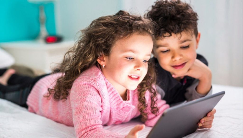 Tablets and smartphones limited to children: the psychologist speaks