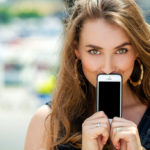 Your cell phone can damage your skin: find out why