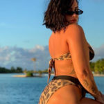 """""""Here I am with cellulite"""": photo (and lesson) by Demi Lovato"""