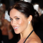 Meghan Markle pregnant: shows her back and shoulders. The look is inappropriate