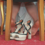 High heels and hallux valgus: symptoms and therapy