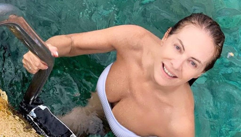 Elena Sofia Ricci in white bikini at 57 years enchants Instagram
