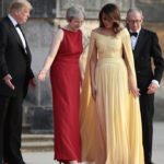 Melania Trump conquers England with the yellow dress but risks stumbling