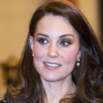 Kate Middleton pregnant, at Buckingham Palace the glamorous mom look is textbook