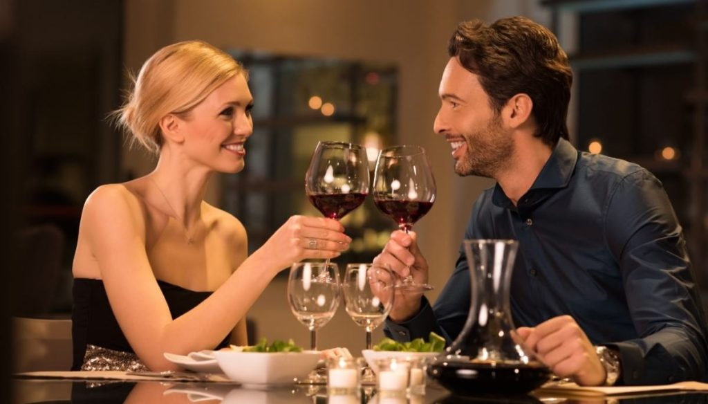 5 ideas on how to spend New Year with your partner, if you don't want to leave home