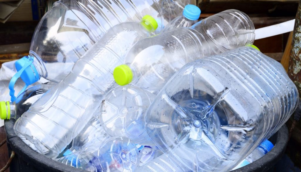 Alarm plastic bottles: they could cause cancer, diabetes and autism
