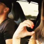 Eros and Aurora Ramazzotti sing in the car. She is moved