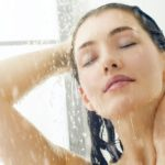 Hair: how to take care of it the right way in the shower