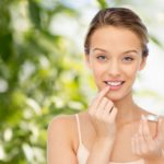 Kiss-proof lips with natural scrub