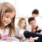Parents WhatsApp Groups: the comfort that makes children unavailable