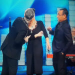 Sanremo second episode: Robbie Williams kisses De Filippi in the mouth