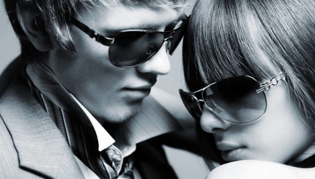 That's why sunglasses make us more attractive: science says it