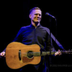 Bryan Adams, singer: biography and curiosities