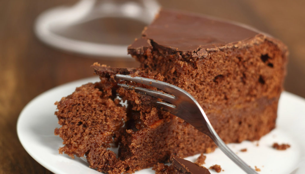 Do you want to lose weight? Eat chocolate cake for breakfast, science says
