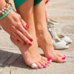 Swollen feet, causes, natural remedies and prevention