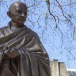 Gandhi, politician, philosopher: biography and curiosity