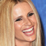 Michelle Hunziker breastfeeds the puppy: the video is viral