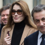 Nicolas Sarkozy obsessed with the breast of his wife Carla Bruni