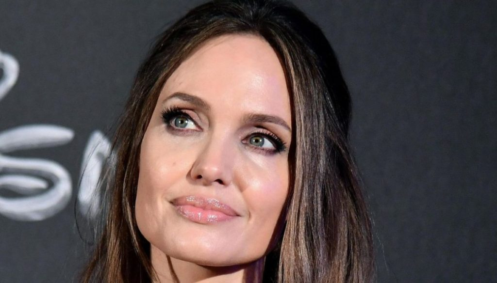 Jennifer Aniston would like Brad Pitt's daughter in her film, but Angelina Jolie is opposed