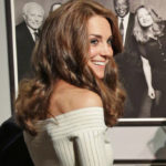 Kate Middleton dares to the museum: tight dress and bare shoulders
