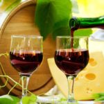 Two glasses of wine before bedtime can save us from the diet