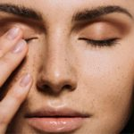 Fake freckles and how to make them with makeup for a natural effect