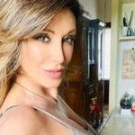 Sabrina Salerno in a home version enchants Instagram