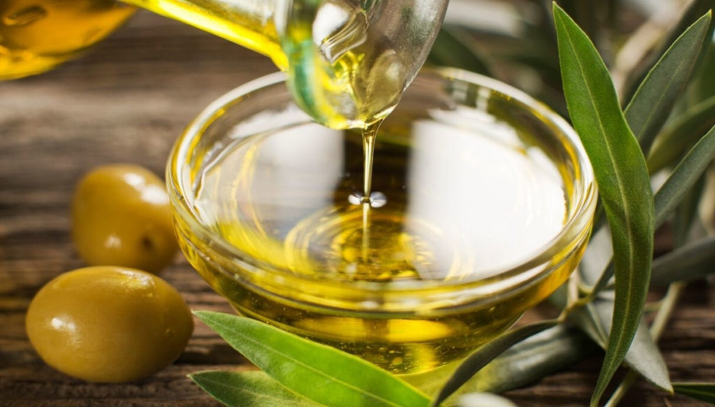 Olive oil, keeps cholesterol at bay and protects against Alzheimer's risk