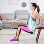 Training at home: 7 objects to transform the living room into a gym