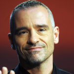 Eros Ramazzotti changes his look and goes out with the former tronista Sonia Lorenzini