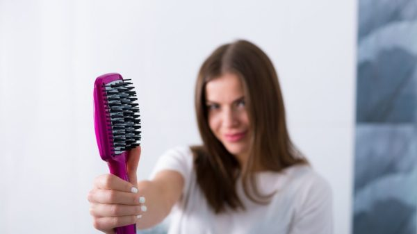 Smoothing and heating brushes for hair in a fold without effort