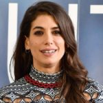 Who is Paola, the identical sister of Giulia Michelini