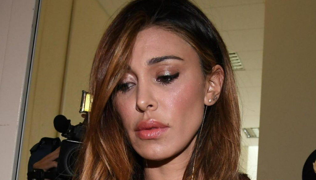 Belen Rodriguez publishes (and comments) a photo of Stefano De Martino on Instagram and takes away his faith