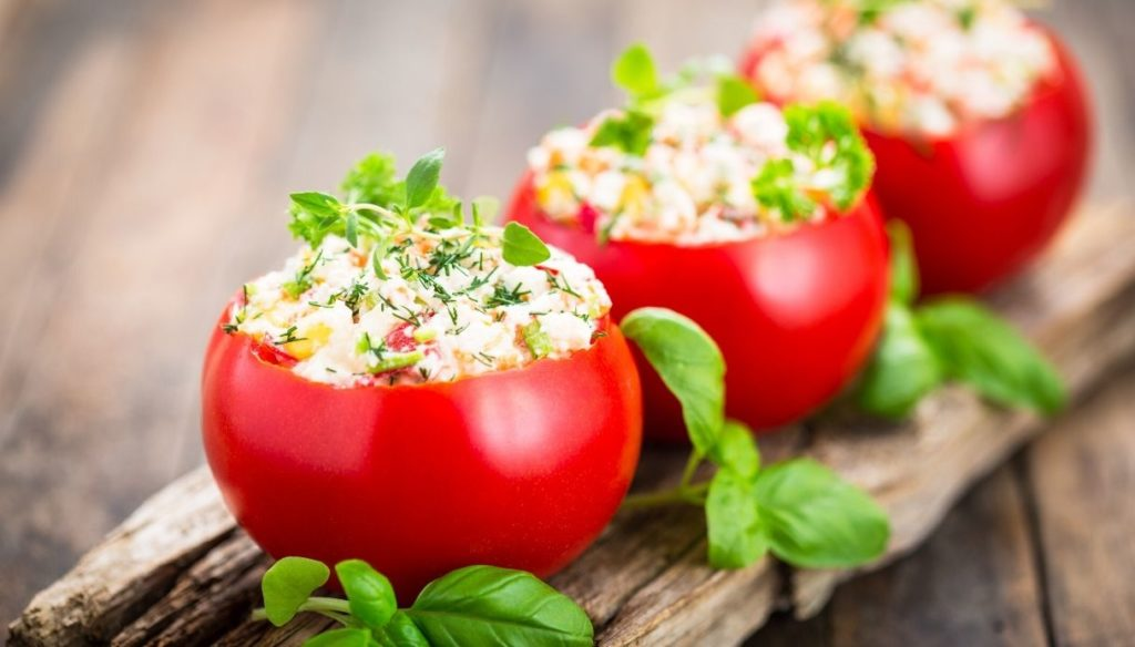 Diet with antioxidant tomatoes: protect eyes and skin