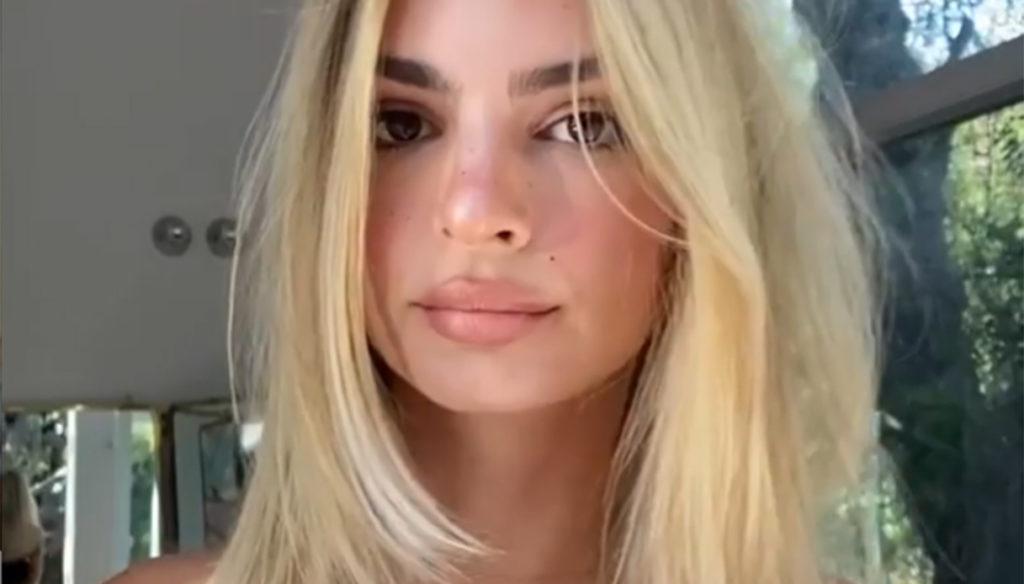 Emily Ratajkowski, blonde twist: she is even more beautiful