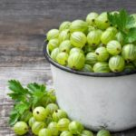 Gooseberries to fill up on fiber and antioxidants