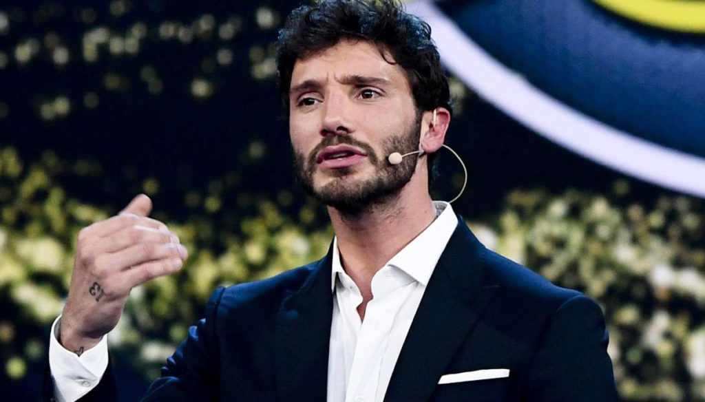 Stefano De Martino shows the black eye on Instagram. Not a word on Belen Rodriguez