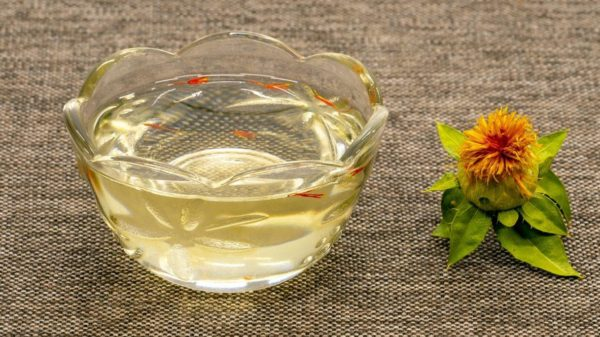Safflower oil to keep blood sugar and cholesterol under control