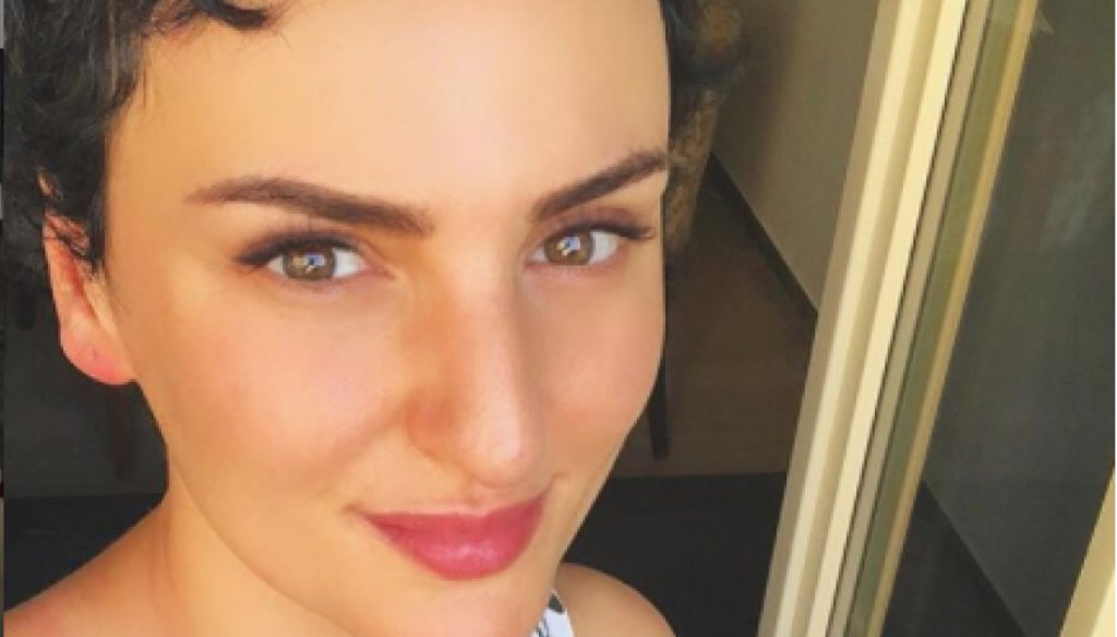 Arisa's summer of love: relaxation and kisses in Sardinia with her boyfriend Lorenzo